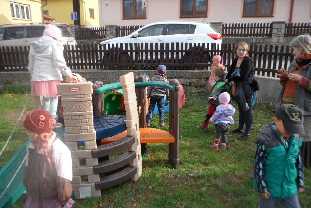 Otvírání zahrady s táborákem